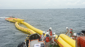 eq-offshore - img-offshore-1-large-fast-current-oil-boom.jpg
